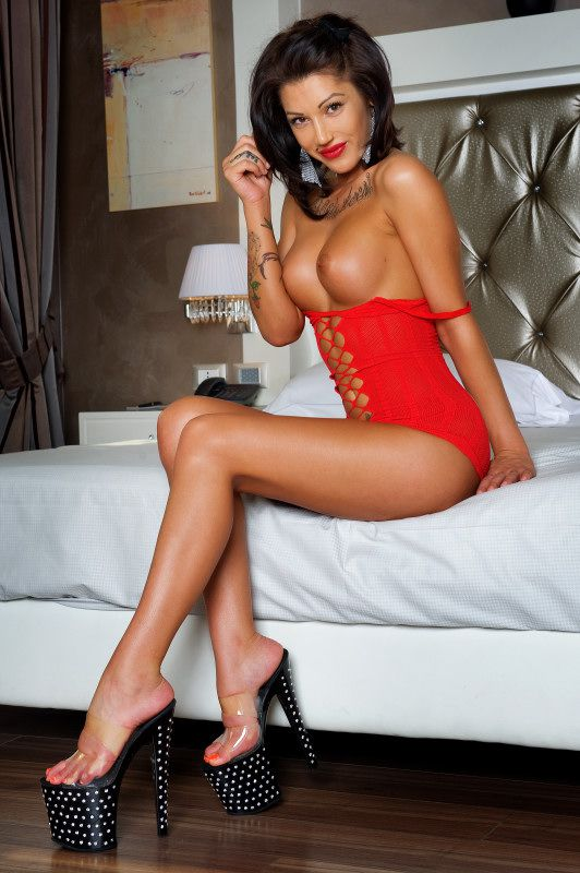 Emma Top Escort Girl